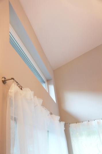 Upper windows provide great lighting quality and natural ventilation opportunities.